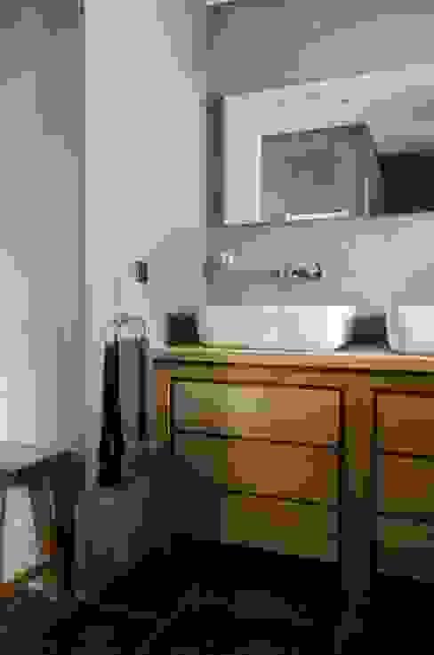 Badkamer:  Badkamer door Mignon van de Bunt Interieurontwerp, Styling & Realisatie,