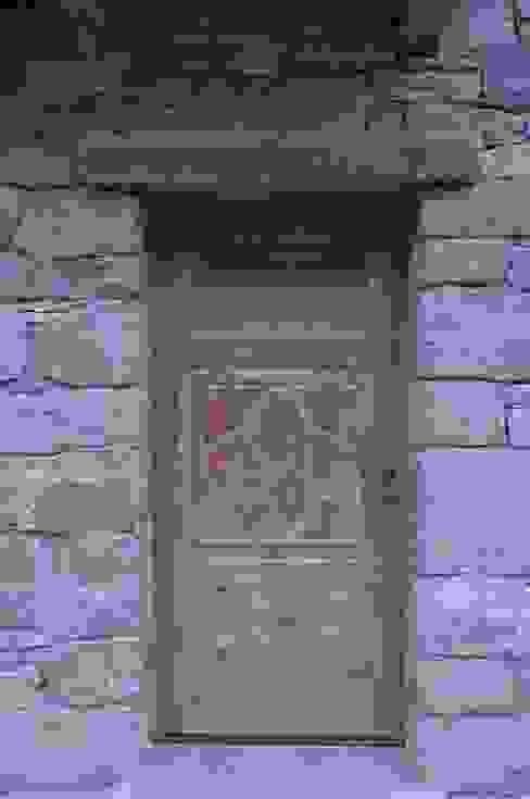 Ventanas de estilo  por Sangineto s.r.l, Rústico Madera Acabado en madera