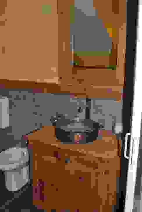 Baños de estilo  por Sangineto s.r.l, Rústico Madera Acabado en madera