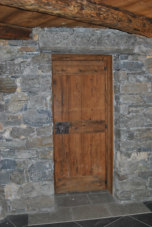 Rustic style windows & doors by Sangineto s.r.l Rustic Wood Wood effect