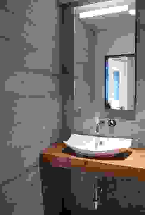Modern bathroom by DEKORKUR Mimarlık Modern
