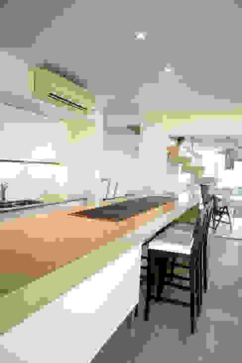 Cocinas de estilo  de Poggi Schmit Arquitectura