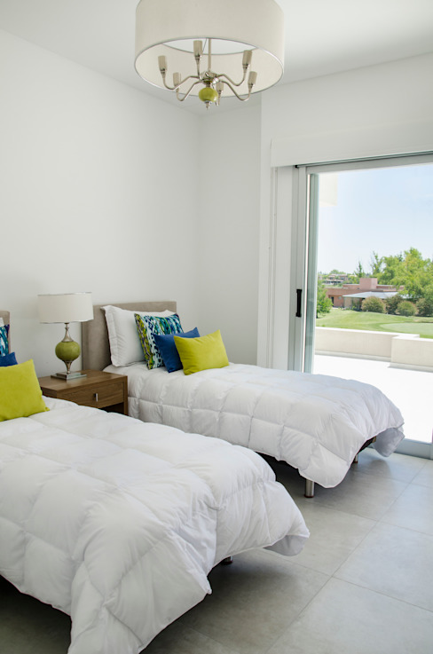 Dormitorios de estilo  de Parrado Arquitectura