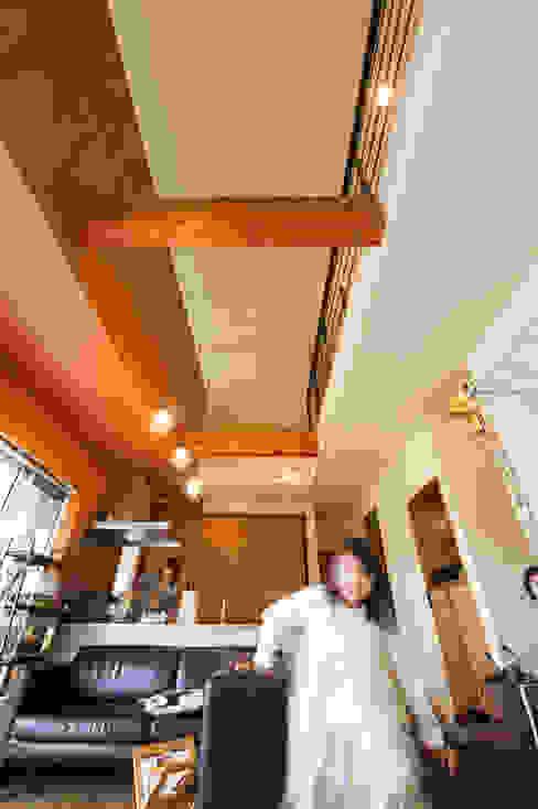Comedores de estilo  por coil松村一輝建設計事務所