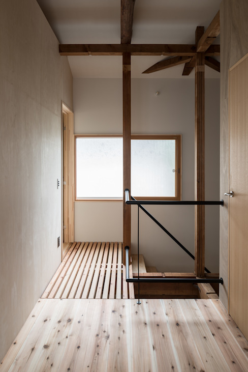 Re:M-house オリジナルスタイルの 玄関&廊下&階段 の coil松村一輝建設計事務所 オリジナル