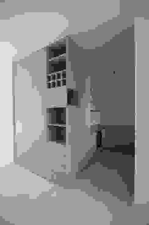 DER RAUM ミニマルデザインの キッチン 灰色