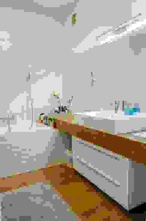 Salle de bain moderne par Biuro Projektów MTM Styl - domywstylu.pl Moderne