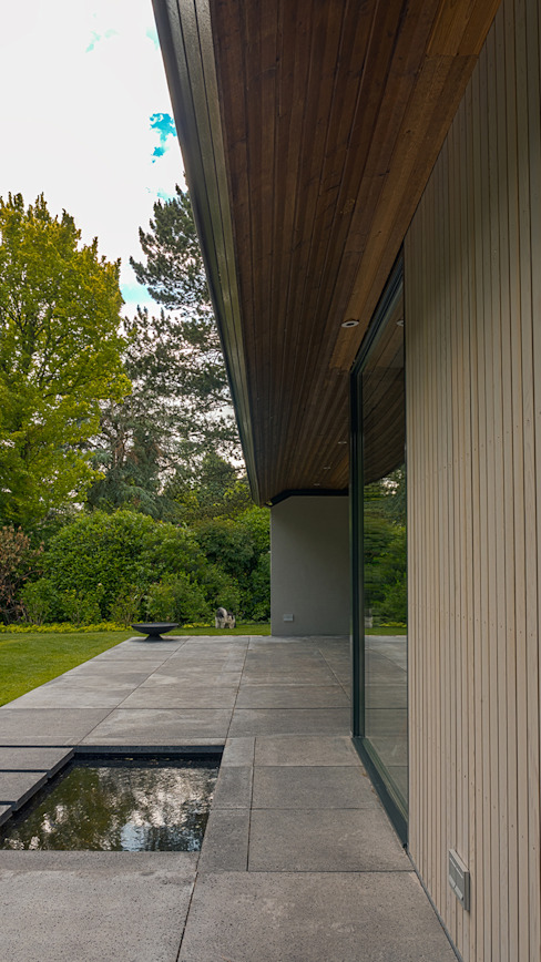 Renovatie en verbouwing villa in Ruitersbos te Breda:  Tuin door Joep van Os Architectenbureau,