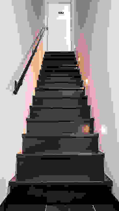Hành lang, sảnh & cầu thang phong cách hiện đại bởi Joep van Os Architectenbureau Hiện đại