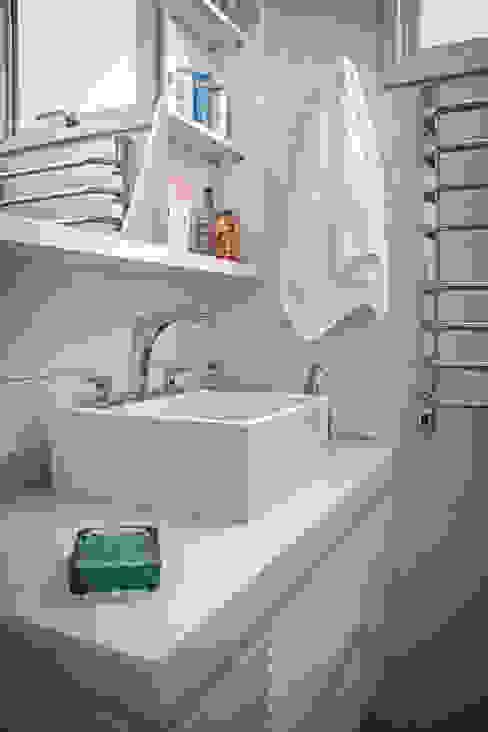 Apartamento Mnl Banheiros modernos por Lozí - Projeto e Obra Moderno