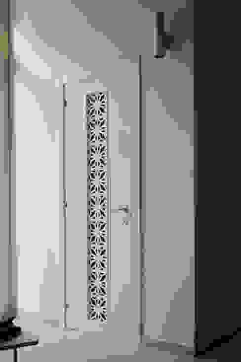 Puertas y ventanas de estilo moderno de Marco Stigliano Architetto Moderno Madera Acabado en madera