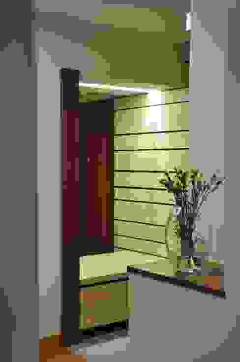 Mieszkanie na Służewcu: styl , w kategorii Korytarz, przedpokój zaprojektowany przez BFArchitekt,Nowoczesny
