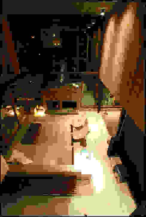 Ruang Keluarga Gaya Country Oleh Arquitecto Alejandro Sticotti Country