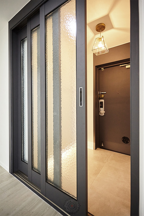 Corridor & hallway by homify, Minimalist Aluminium/Zinc