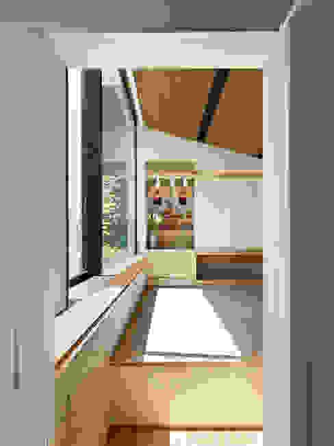 作品 モダンスタイルの 玄関&廊下&階段 の 小松隼人建築設計事務所 モダン