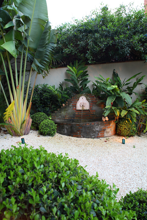 Tropical style garden by Studio 262 - arquitetura interiores paisagismo Tropical