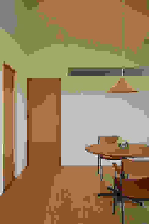 Comedores de estilo moderno de toki Architect design office Moderno Madera Acabado en madera