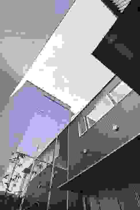奈半利のコートハウス モダンな庭 の 有限会社 橋本設計室 モダン