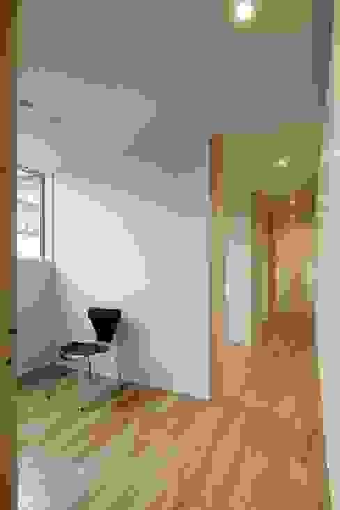 奈半利のコートハウス モダンデザインの 子供部屋 の 有限会社 橋本設計室 モダン