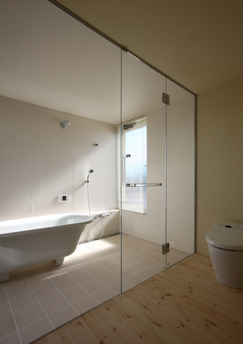 Bathroom by アトリエハコ建築設計事務所/atelier HAKO architects, Modern