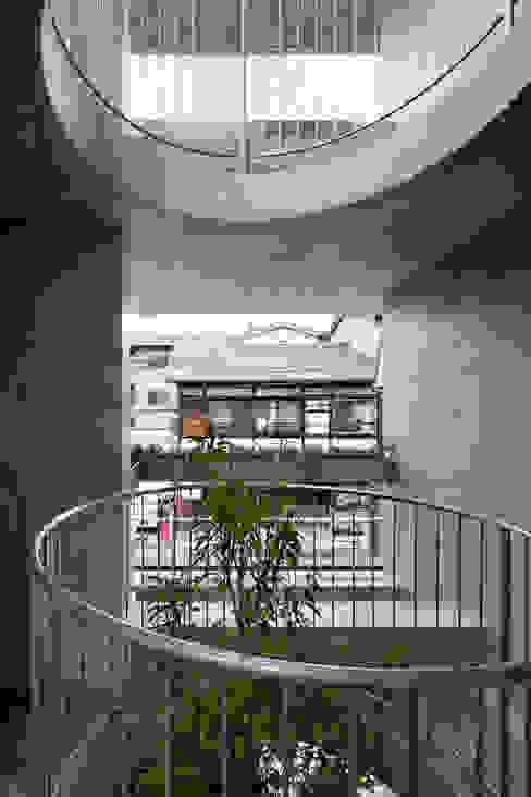 Jardines de estilo moderno de 株式会社 藤本高志建築設計事務所 Moderno Concreto