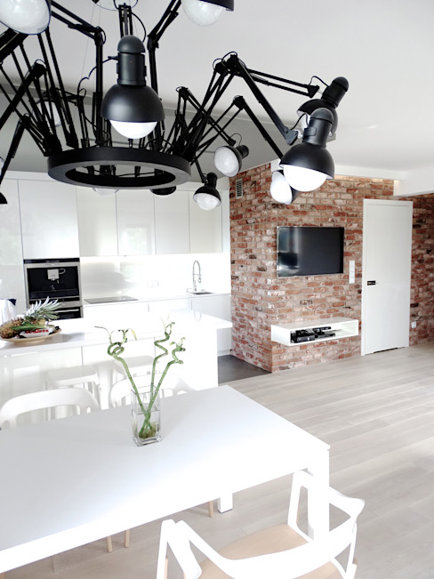 Sala da pranzo minimalista di MINIMOO Architektura Wnętrz Minimalista