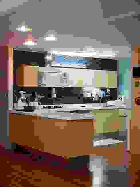 구름집 02-338-6835 Cocinas de estilo moderno Madera Acabado en madera