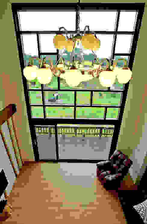 Salas de estar modernas por 엔디하임 - ndhaim Moderno