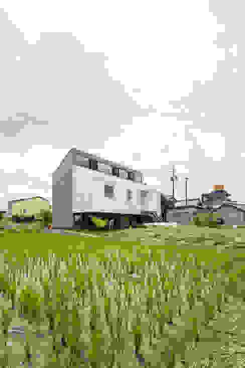 KAWATE: 武藤圭太郎建築設計事務所が手掛けた家です。,モダン 金属