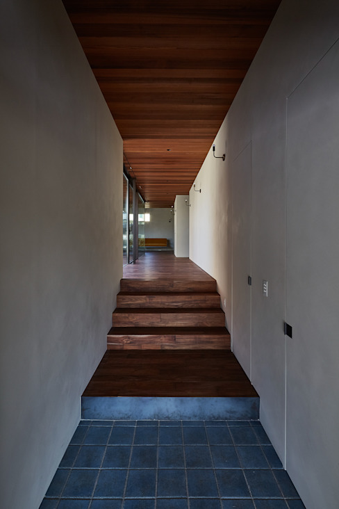 SHIMA モダンスタイルの 玄関&廊下&階段 の 武藤圭太郎建築設計事務所 モダン 無垢材 多色