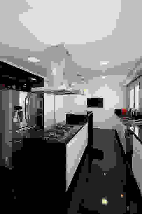 Cocinas de estilo moderno de F:POLES ARQUITETOS ASSOCIADOS Moderno