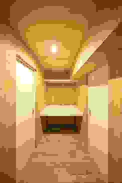 ウォークスルークローゼット | 工事後 オリジナルデザインの 多目的室 の FRCHIS,WORKS オリジナル