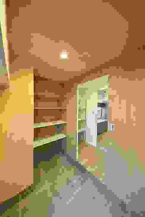 土間収納とパントリー | 工事後 オリジナルデザインの 多目的室 の FRCHIS,WORKS オリジナル