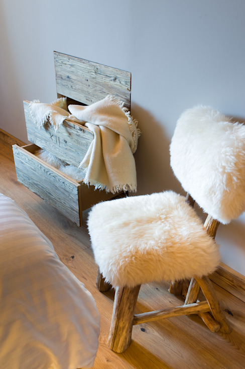 Chalet à Crans Montana Chambre rustique par DeerHome Rustique