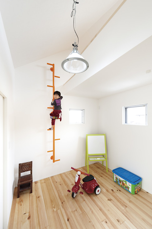 中庭を囲む、家族の好きが詰まった螺旋の家。 株式会社アートハウス モダンデザインの 子供部屋