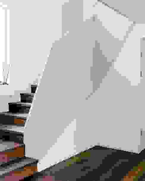 Гостиная в стиле минимализм от RAPHAEL DESSIMOZ ARCHITECTE Минимализм