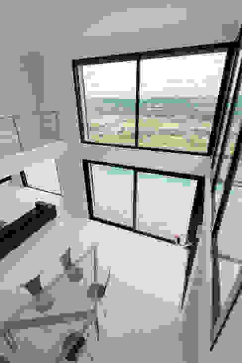 Villa près de Lyon par Concept création Salle à manger moderne par Concept Creation Moderne