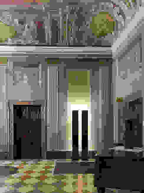 Коридор, прихожая и лестница в классическом стиле от masetto snc Классический