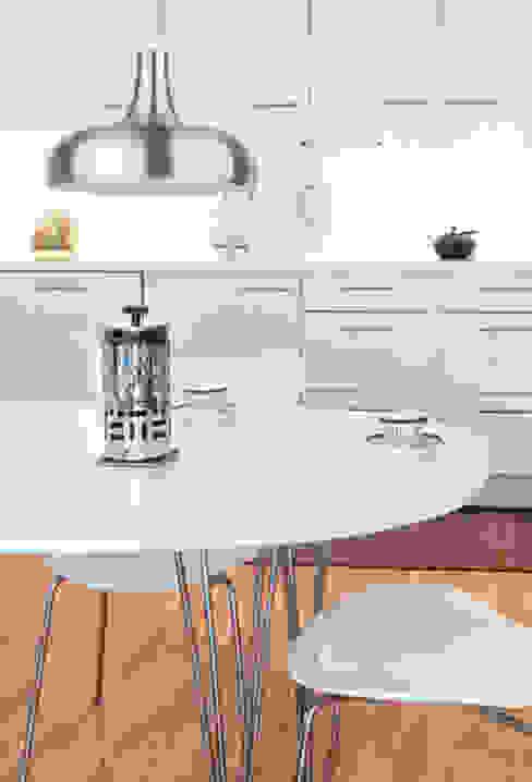 Espaço luz: Salas de jantar  por Espaço luz Lda.