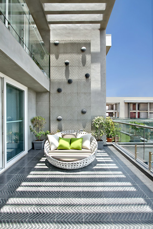 Terrace by Dipen Gada & Associates, Modern