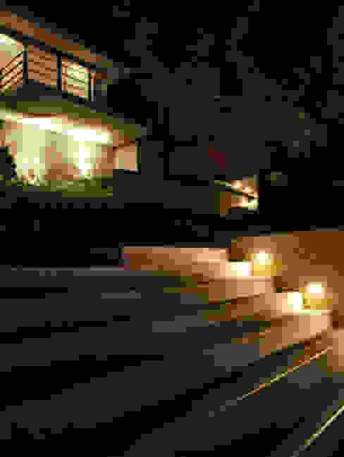 모던스타일 주택 by Laura Larrubia Luz e Arquitetura 모던