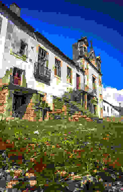 Recuperação do Antigo Colégio de Aldeia da ponte Casas rústicas por David Bilo | Arquitecto Rústico Pedra