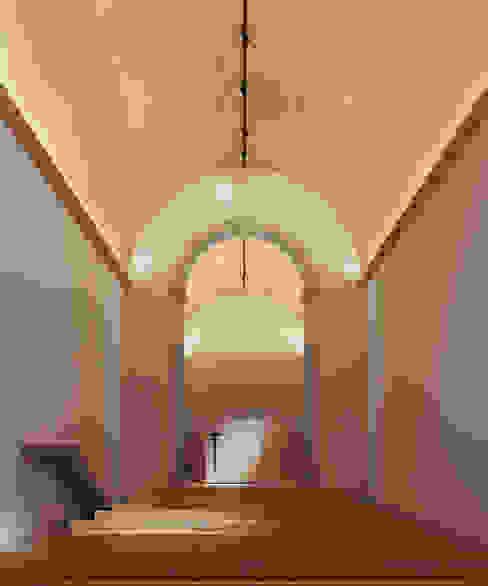 Minimalist corridor, hallway & stairs by David Bilo | Arquitecto Minimalist Wood Wood effect