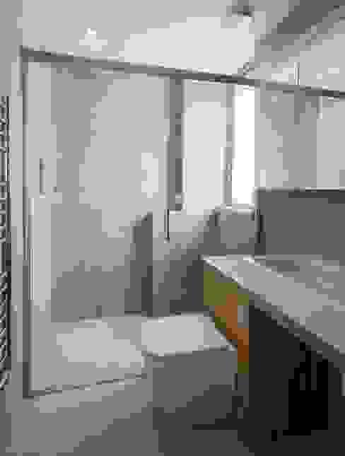 Finchley loft conversion Modern bathroom by Satish Jassal Architects Modern