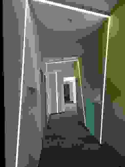 homify:  tarz Koridor ve Hol, Modern
