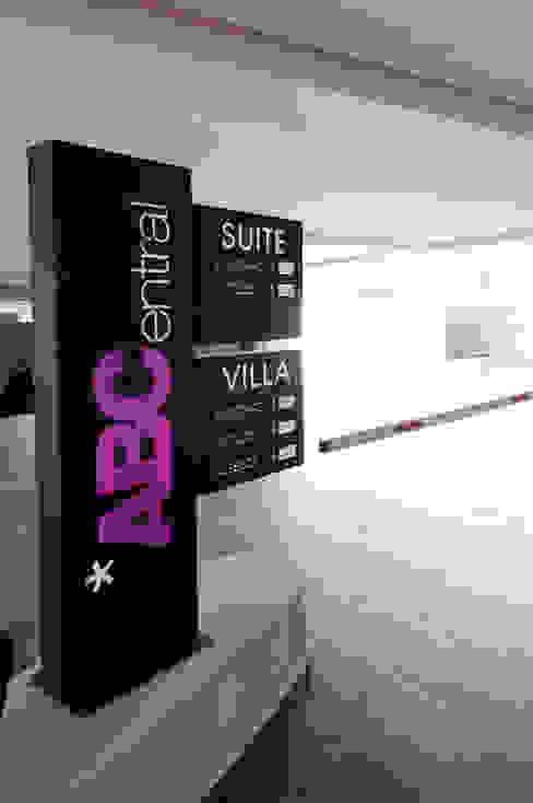 Hotel ABCentral DIN Interiorismo Garajes modernos
