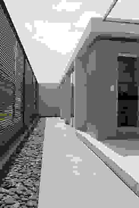NIKOLAS BRICEÑO arquitecto ห้องโถงทางเดินและบันไดสมัยใหม่