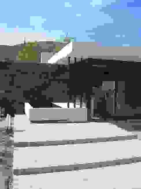 Hiên, sân thượng phong cách hiện đại bởi Estudio Arquitectura Agustín Duarte Hiện đại