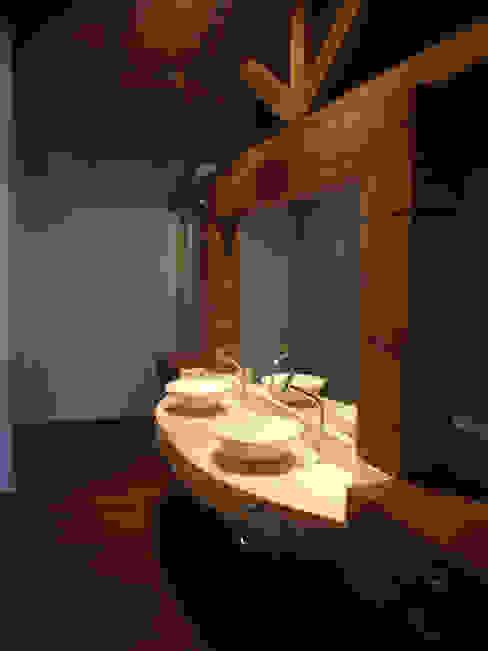 Baños de estilo moderno de bp arquitetura Moderno
