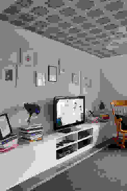 Virginia Water Apartment - Surrey Salones de estilo moderno de Bhavin Taylor Design Moderno